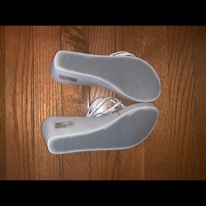 Colin Stewart flip flops. Size 6